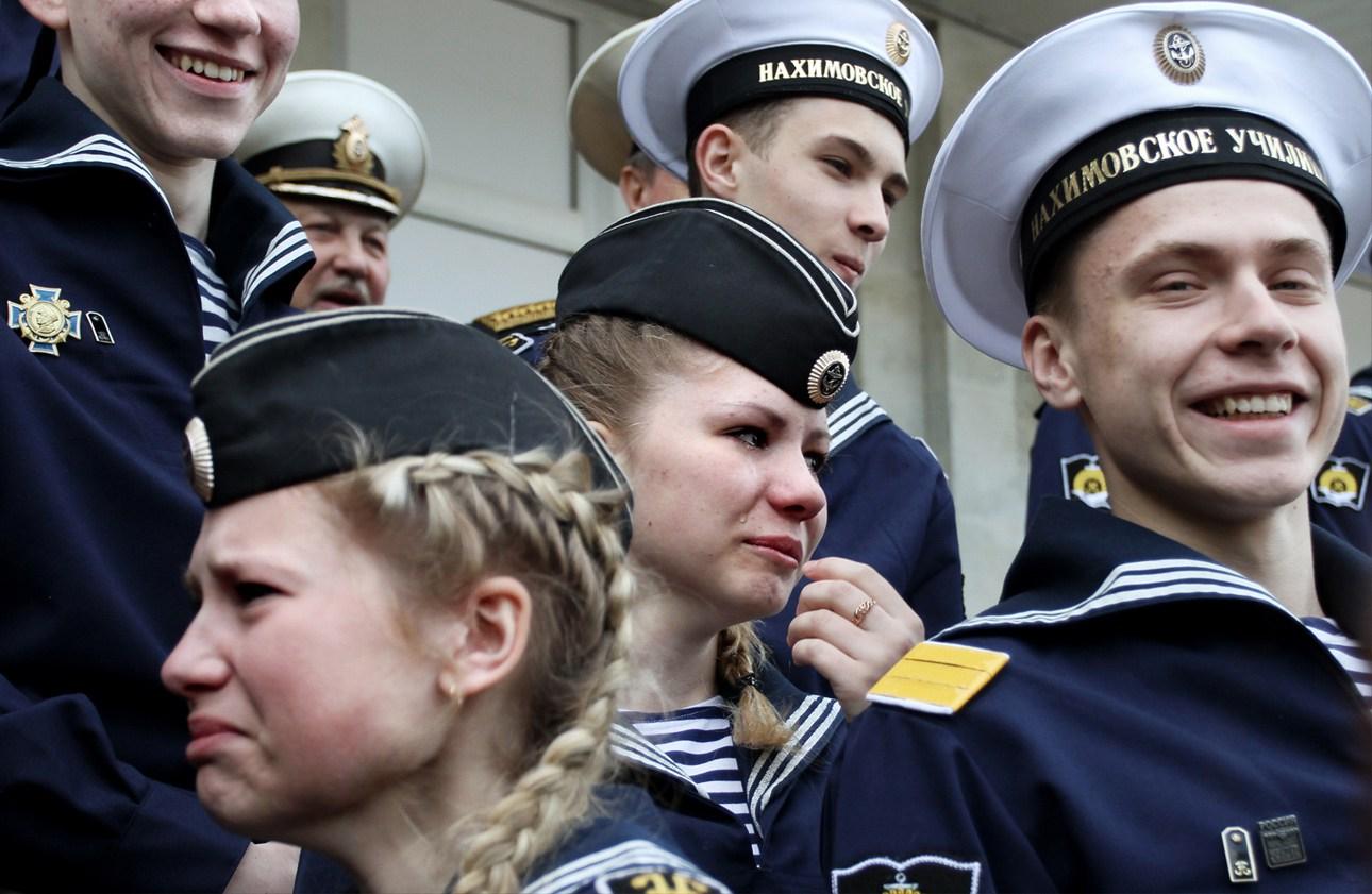 Русская девушка вика на медкомисси 1 фотография