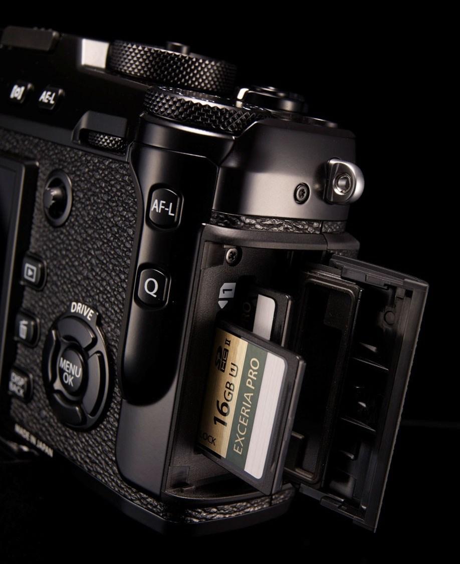 Fujifilm-x-pro-2-dual-sd-card-slot
