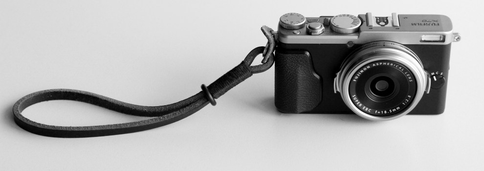 fuji-x70-street-photography-review-wrist-strap