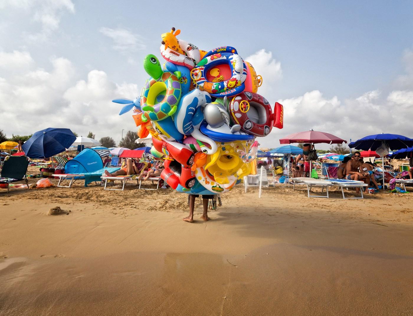 Lorenzo-Grifantini-Beach-Street-Photography-6